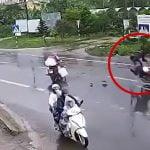 【衝撃映像】バイク同士の接触事故で転倒したバイカーが対向車のトラックにも轢かれてしまう事故映像。