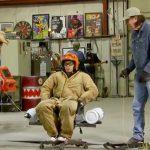 【衝撃映像】椅子に取り付けたタンクのジェット噴射で超高速回転に挑戦した男。