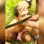 【閲覧注意】男性の舌と右手の指を生きたままマチェーテで切断するグロ動画。