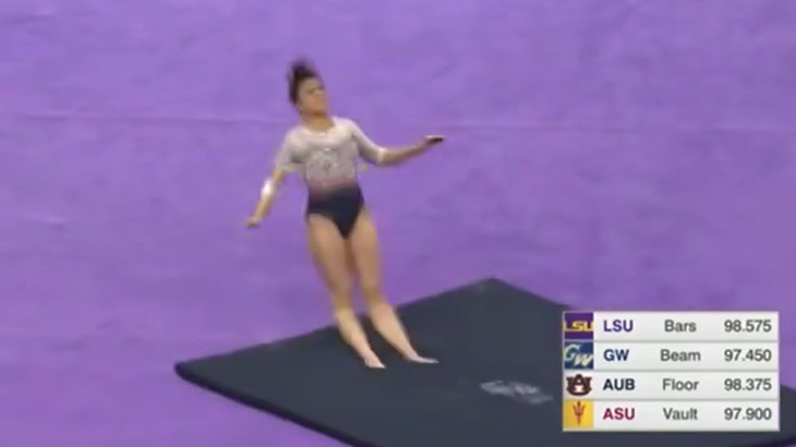 【閲覧注意】体操選手の女性、演技中に両脚が折れてしまうアクシデント映像。
