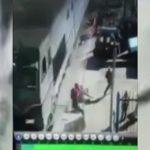 【衝撃映像】列車に轢かれて突き飛ばされてしまうお婆ちゃん。