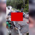 【閲覧注意】トラックとの事故により車の上半分を潰されて死亡したグロ動画。