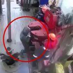 【衝撃映像】石油掘削現場にて、重機に左腕を巻き込まれてしまった作業員のアクシデント映像。