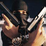 【閲覧注意】ライバルギャングに銃で撃たれマチェーテで首を切断されるグロ動画。