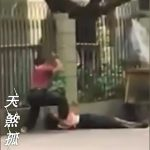 【衝撃映像】白昼堂々、マチェーテで人を殺す男。