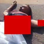 【閲覧注意】事故で死亡したバイカーの胴体、グチャグチャになってしまったグロ動画。