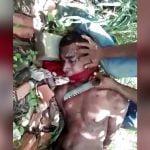 【超!閲覧注意】ナイフで切断した男性の首から血が勢い良く噴き出すグロ動画。
