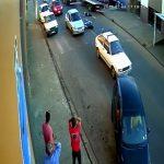 【閲覧注意】バイクに乗っていた女の子がトラックに轢かれて即死する瞬間。