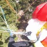 【衝撃映像】パラグライダー同士が絡まり森に落下するアクシデント映像。