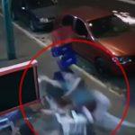 【衝撃映像】走行中の車から外れたタイヤに轢かれてしまう男性。