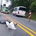 【閲覧注意】バイク事故で頭が潰れて死亡してしまったグロ動画2本。