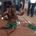 【アフリカ】小人症の男性、住民たちからリンチされてしまう・・・。