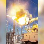 【衝撃映像】変電所で作業していた男性が高圧電線に触れて死亡する瞬間。