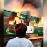 【衝撃映像】炎上した列車の中に取り残されてしまった男性・・・。