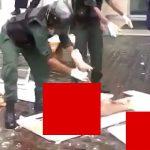 【閲覧注意】自爆テロで吹き飛ばされた人間の肉片を集めるグロ動画。