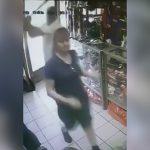 【衝撃映像】客を装った強盗にバットで頭を殴られて殺されてしまった女性店員。