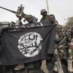 【閲覧注意】民間人の首を小さな斧で切断するナイジェリアの兵士。