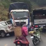 【衝撃映像】事故現場に突っ込んで人を轢いてしまうトラック。