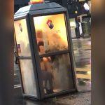 電話ボックスでセックスしちゃうカップルの映像。