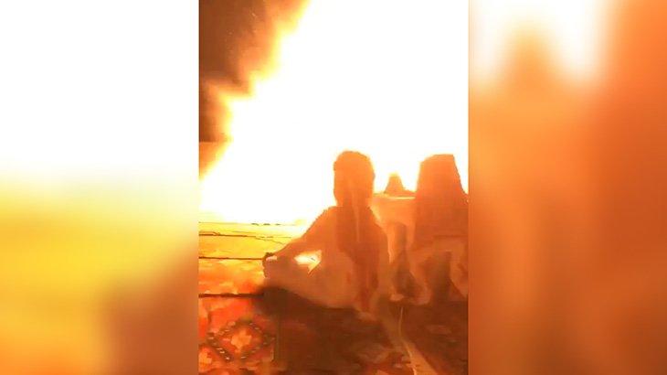 【衝撃映像】タバコを捨てた瞬間、大爆発が起こるアクシデント映像。