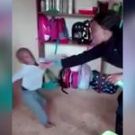 園児を乱暴に床に倒したり頭を何度も叩いたりするイカれた女保育士の映像。
