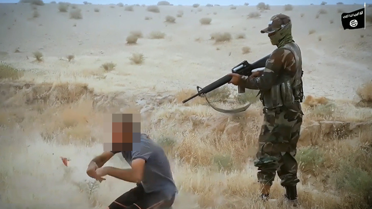 【閲覧注意】銃で処刑される男性。頭が破裂するグロ動画。