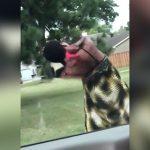 【衝撃映像】ドラッグでおかしくなってしまった女性、肉が抉れるまで首を掻きむしってしまう・・・。