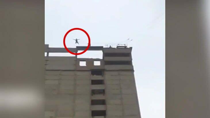 自家製バンジージャンプに挑戦した男性、ただの飛び降り自殺になってしまう・・・。