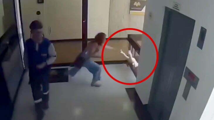 転落しそうになった我が子を間一髪キャッチすることができた母親の映像。