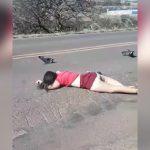 【閲覧注意】脳がごっそり外に飛び出してしまった女性の死体映像。