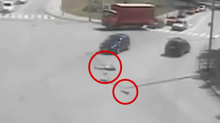 【閲覧注意】自転車に乗っていた男性が車に轢かれた瞬間、脚がちぎれ飛ぶ映像。