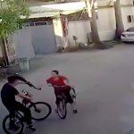 自分から自転車で突っ込んでおいてブチ切れるキチガイおばちゃんの映像。