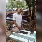 墓の上で首を吊って自殺した男の映像。