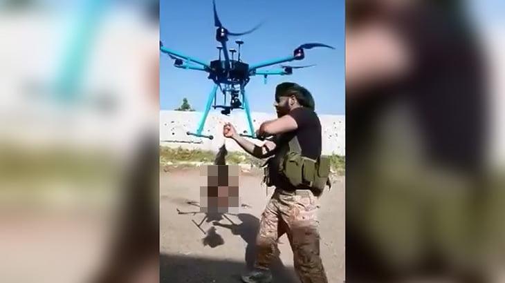 【閲覧注意】切断した敵兵の首をドローンで飛ばす映像。