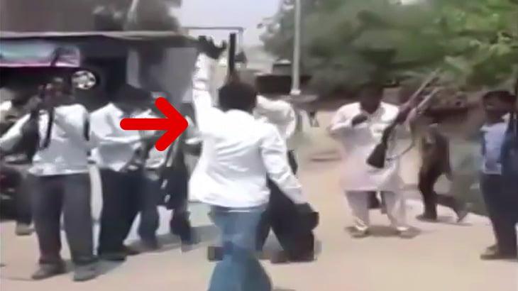 結婚式の祝砲で頭を撃ち抜かれて死ぬ男の映像。