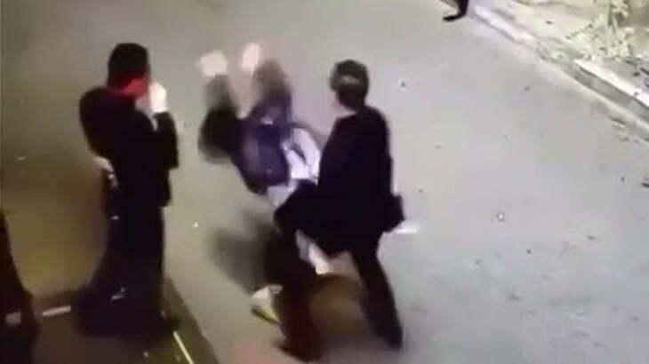 酔っ払って気が大きくなった男、警備員にワンパンKOされてしまう映像。