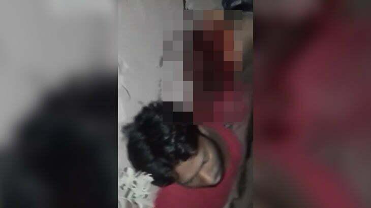 【閲覧注意】バスに轢かれて胴体を切断されてしまった男のグロ動画。