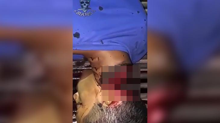 【閲覧注意】マチェーテで首をほぼ切断されてしまった男のグロ動画。