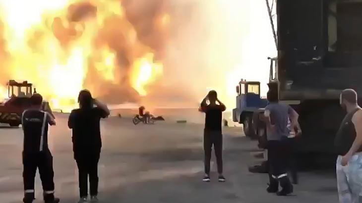 【衝撃映像】レバノンのベイルート大爆発を至近距離で撮影していた男性のスマホ映像。