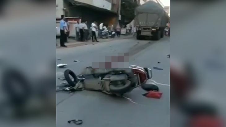 【閲覧注意】トラックに身体を引き裂かれて死亡した男性のグロ動画。