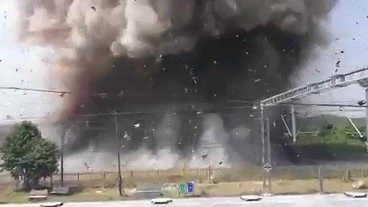 駅を爆破解体する様子をわりと近くで撮影した映像。
