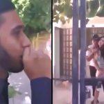 好きな女性の自宅前で歌で告白した男、すでに彼氏がいたことが発覚して涙する映像。