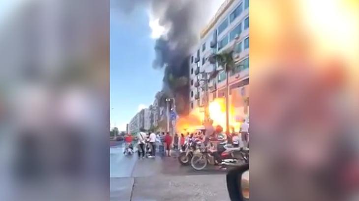 火災が起きたビルが大爆発する瞬間を撮影した映像。
