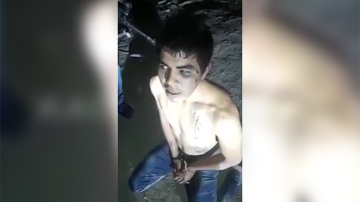【閲覧注意】麻薬カルテルに捕まった男が首をナイフで切断されるグロ動画。