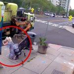 ベンチに座っていた女性がゴミ収集車に突き飛ばされてしまう映像。