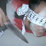【閲覧注意】捕虜の男性の首を切断してドヤるISISのグロ動画。