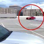 駐車場でドリフトかましてた車が地味な事故を起こす映像。