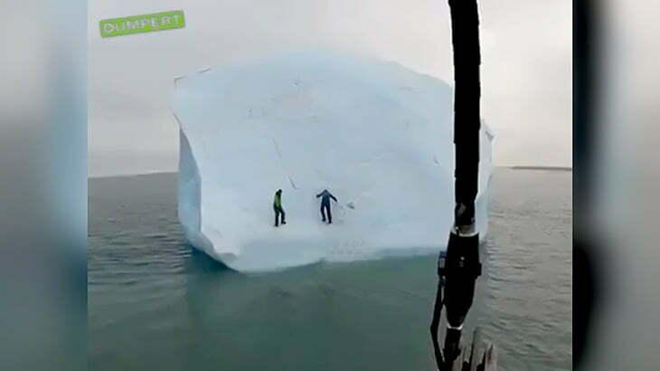 巨大な流氷が動き出して2人の男性が海に落下してしまう映像。