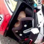 【閲覧注意】ヘルメットごと頭が切断されてしまったバイカーのグロ動画。
