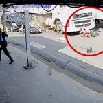 【閲覧注意】トラックに轢かれて頭グッチャグチャになったバイカーのグロ動画。